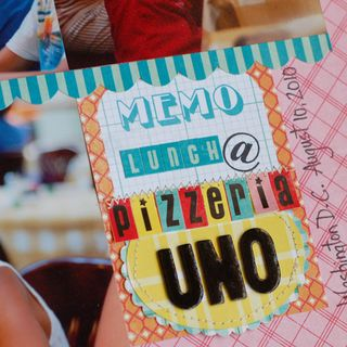 Lunch-at-Pizzeria-Uno-dtl1