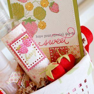 Berry-Bath-Basket-peek