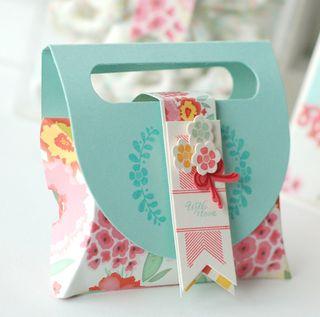 Handled-Pillow-Box-Side